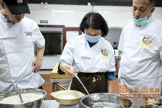 广州煲仔饭创业是一个好选择
